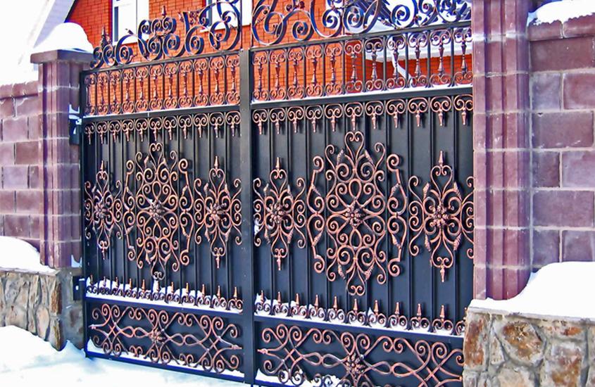Пример ограды с ковкой