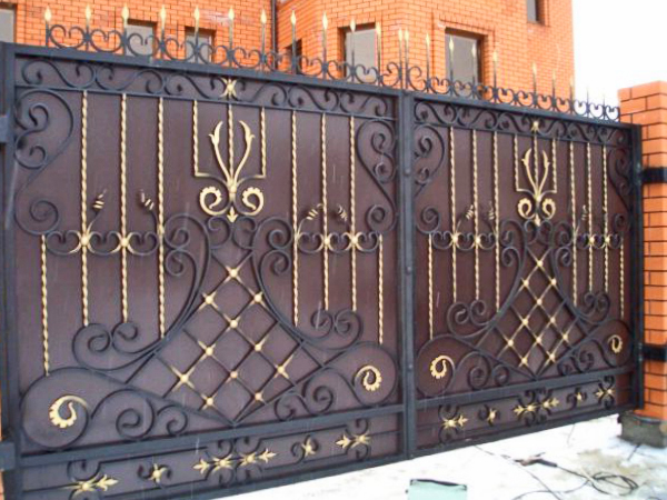 Кованые ворота, сделанные своими руками