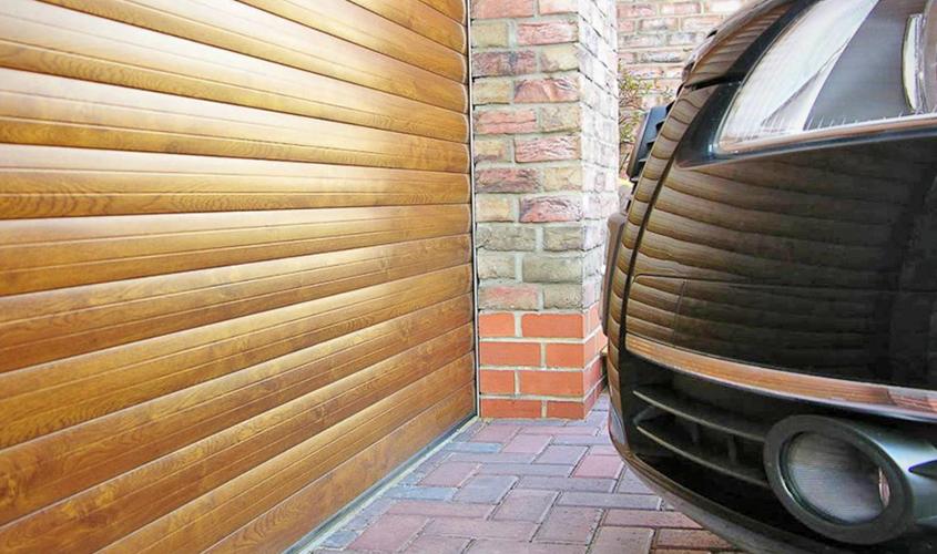 Гараж для автомобиля с роллетными воротами
