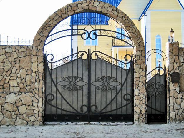 Ворота и калитка на входе