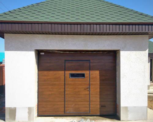 Деревянные ворота в гараж с калиткой