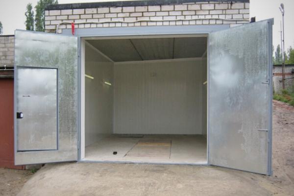Окончательный вариант ворот в гараж, выполненный своими руками