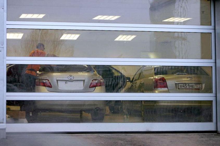 Панорамные секционные ворота на автомойке