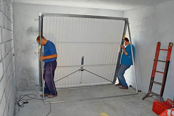 Процесс установки подъемных ворот своими руками