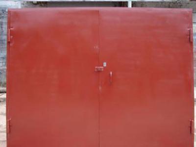 Распашные заграждения в гараж из металла