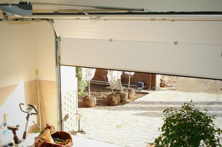 Подъемные ворота для гаража по умеренной цене