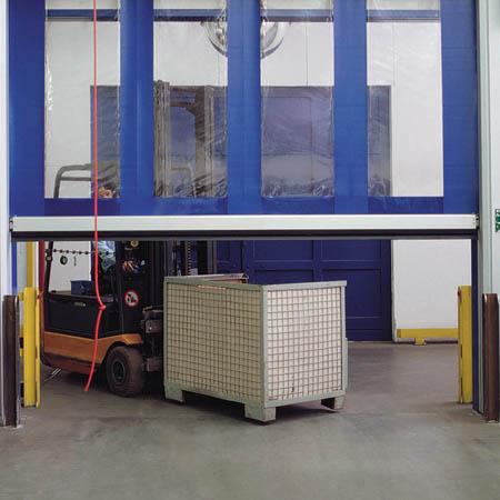 Скоростные рулонные ворота на производственном складе