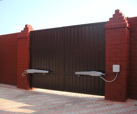 Автоматические металлические распашные ворота