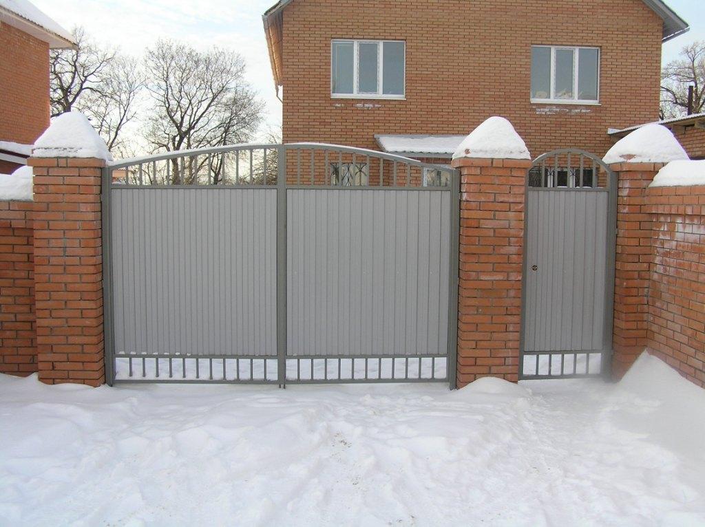 Фото распашных ворот из профлиста