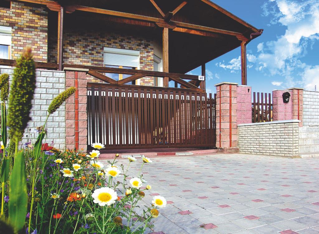 Раздвижные ворота в частном доме