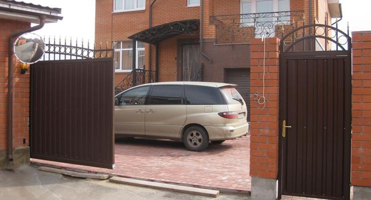 Самодельные раздвижные ворота на участке
